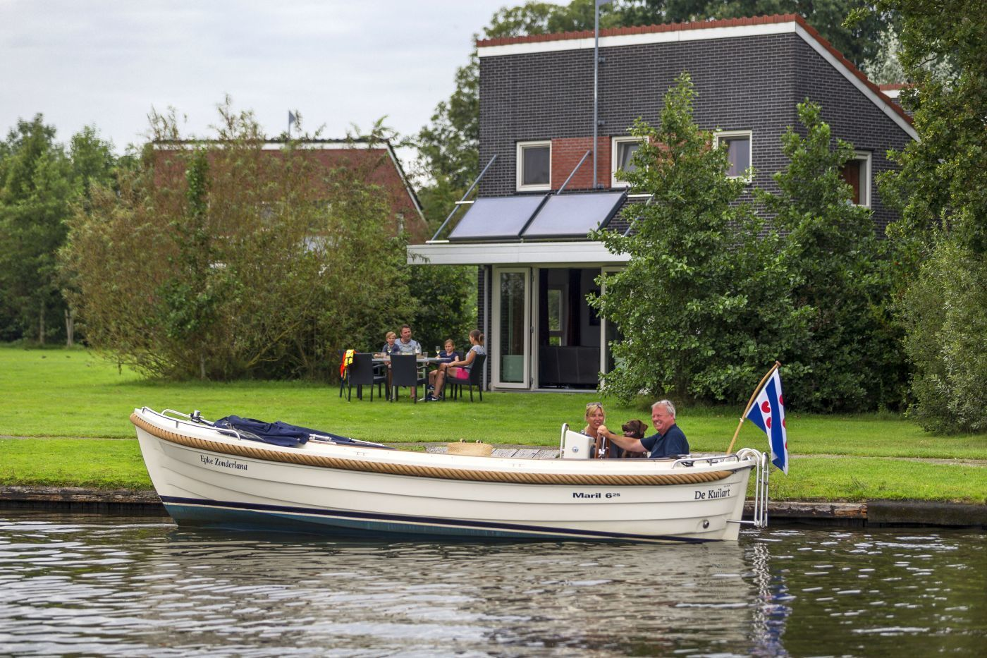 Bungalow met sloep huren Friesland