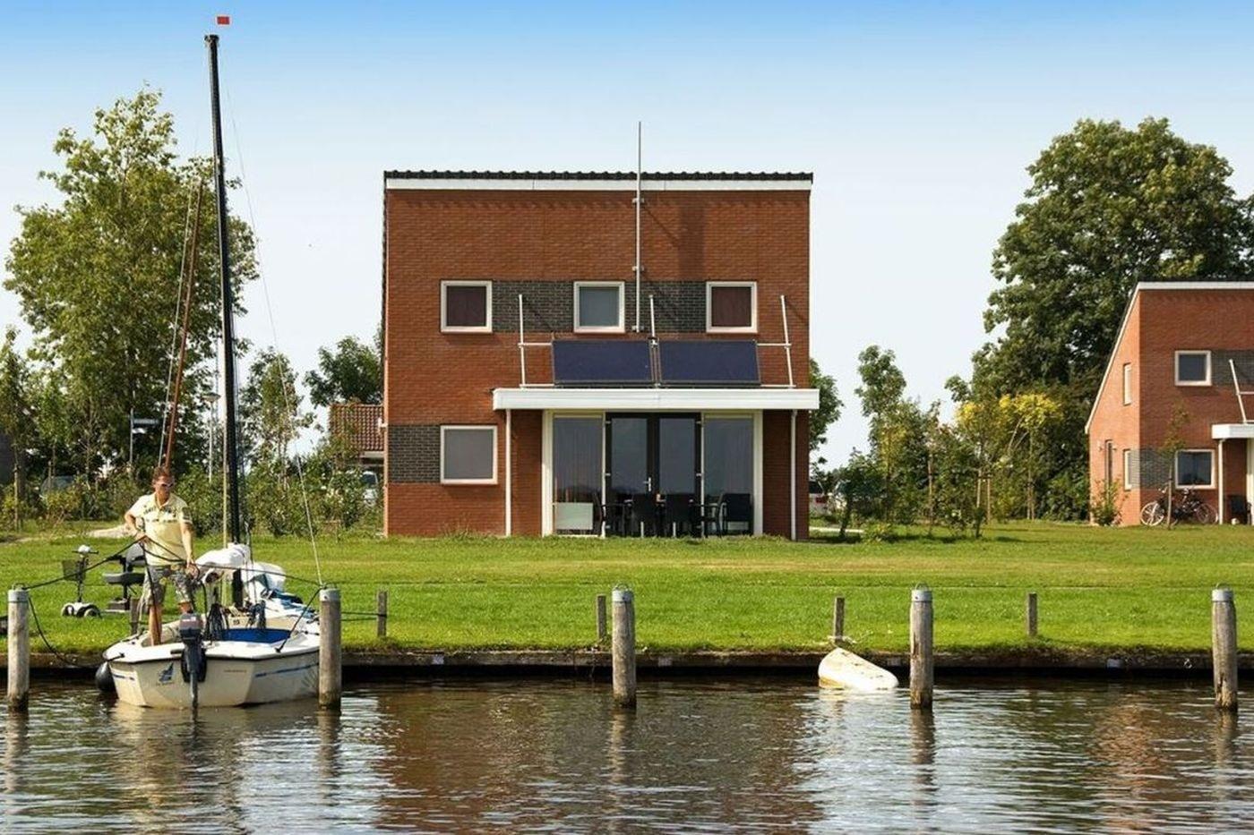 Water villa met boot huren