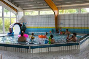Zwembad met peuterbad